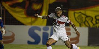 Camisa branca do Flamengo contra o Sport